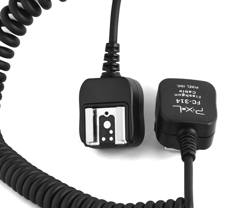 Pixel FC-314 hot shoe connecting cable, light separation and flexible use.